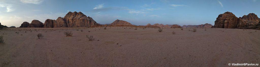 Panorama vechernej pustyni Vadi Ram. Iordaniya samostoyatelno s palatkoj. Wadi Rum Jordan 1024x267 - Где и как ночевали в пустыне Вади Рам (Wadi Rum) в палатке. Иордания.