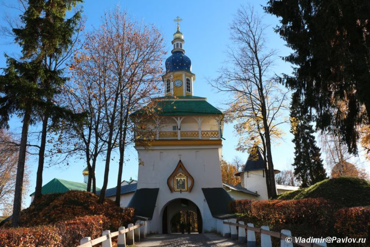 Petrovskaya bashnya Pechorskogo monastyrya 750x500 - Псково-Печорский Свято-Успенский монастырь