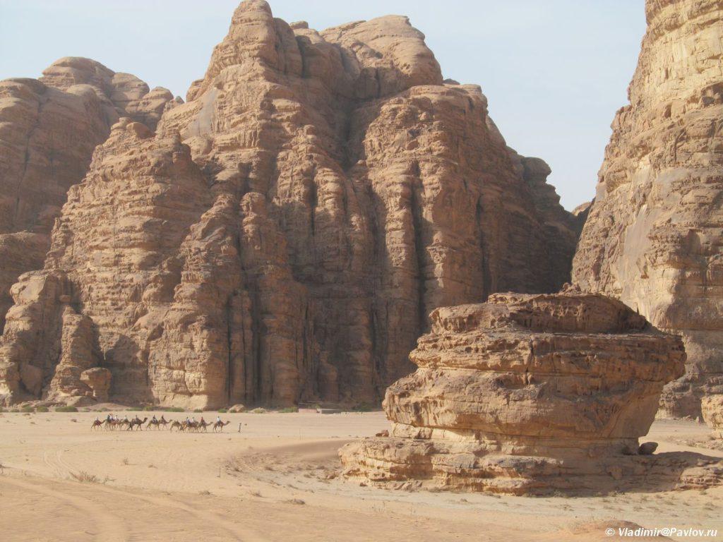 Po etomu ushhelyu vmeste s karavanom verblyudov ya vyhodil iz pustyni Vdi Ram. Iordaniya. Wadi Rum Jorda 1024x768 - Песчаная буря в пустыне Вади Рам (Wadi Rum sand storm)