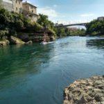 Po reke Neretva mozhno proplyt na lodke. Bosniya i Gertsegovina Mostar 150x150 - Старый Мост (Stari most) - достопримечательность в Мостаре (Mostar)