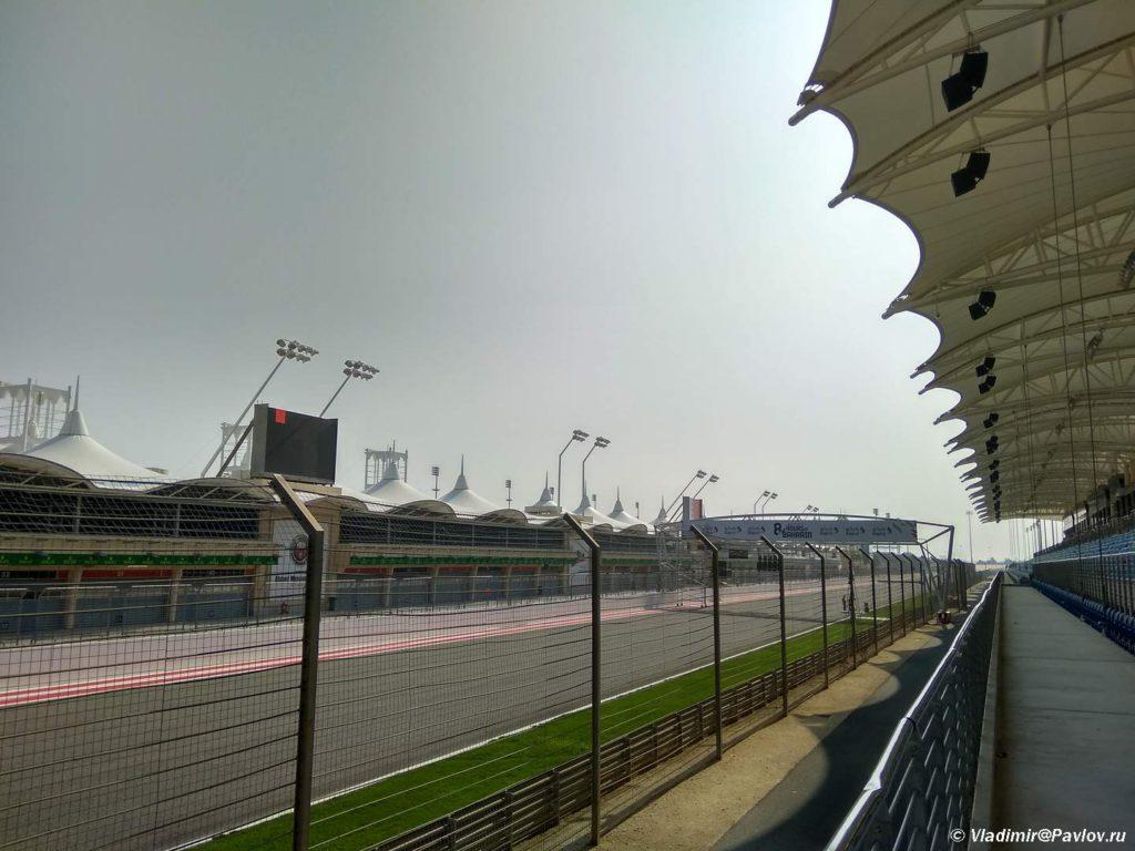 Proezd pered tribunami. Gonochnaya trassa Formula 1 v Bahrejne. Bahrain International Circuit 1024x768 - Гоночная трасса Формула 1 в Бахрейне. Bahrain International Circuit Formula 1, Sahir