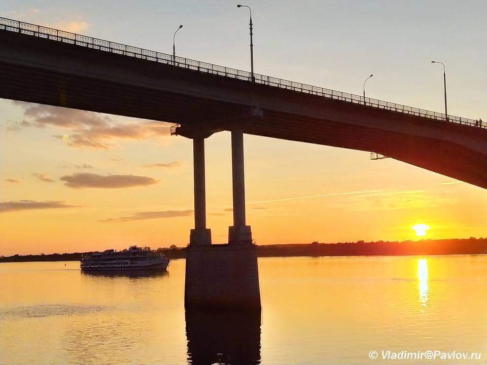 Progulki na teplohode po Kame v Permi. Kamskij most - Пермь. Музеи и Счастье