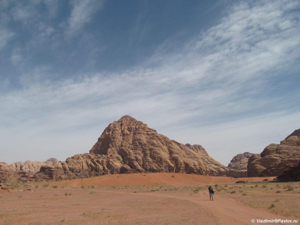 Prostor dlya trekkinga. Kuda pojti v pustyne kogda krugom pesok i gory. Iordaniya. Wadi Rum Jordan 1024x768 - Снаряжение для треккинга и самостоятельного похода по пустыне Вади Рам (Wadi Rum). Иордания.
