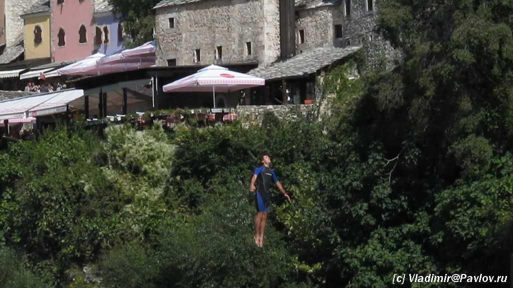 Pryzhok so Starogo Mosta v Mostare. Bosniya i Gertsegovina 1024x576 - Традиции Мостара (Mostar). Прыгуны с моста