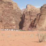 Pustynya Vadi Ram odna iz samyh populyarnyh dostoprimechatelnostej Iordanii poseshhaemyh turistami 150x150 - Ночлег в пустыне Вади Рам (Wadi Rum). Легеря бедуинов, шатры, палатки, кемпинги, отели.
