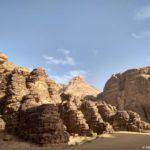 Ranshe eto byla odna skala no zamletresenie ili raspolzanie zamnoj kory pod pustynej razdelilo skalu na segmenty 150x150 - Каньоны в пустыне Вади Рам (Wadi Rum). Иордания.