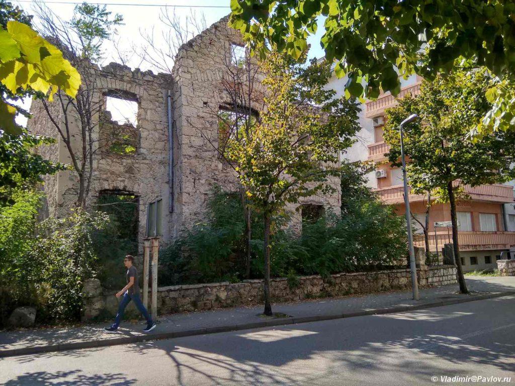 Razrushennyj vojnoj osobnyak v Mostare 1024x768 - Прогулка по Мостару (Mostar). Босния и Герцеговина