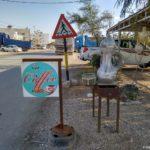 Reklama pridorozhnogo kafe na doroge vdol Mertvogo morya v Iordanii 150x150 - По течению реки Иордан