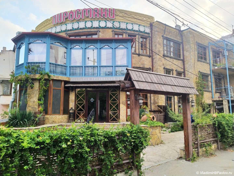 Restoran Pirosmani v Mahachkale. Dagestan - Цены на авиабилеты, жилье, еду, продукты в Дагестане