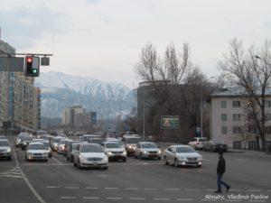 S ulits Almaty vidny gory 300x225 - Подьем до Зеленых стоянок. 11