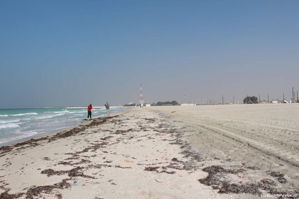 SHirokij peschanyj plyazh. Plyazhi Bahrejna. Bahrain beach 1024x683 - Пляжи Бахрейна. Где купаться в Бахрейне