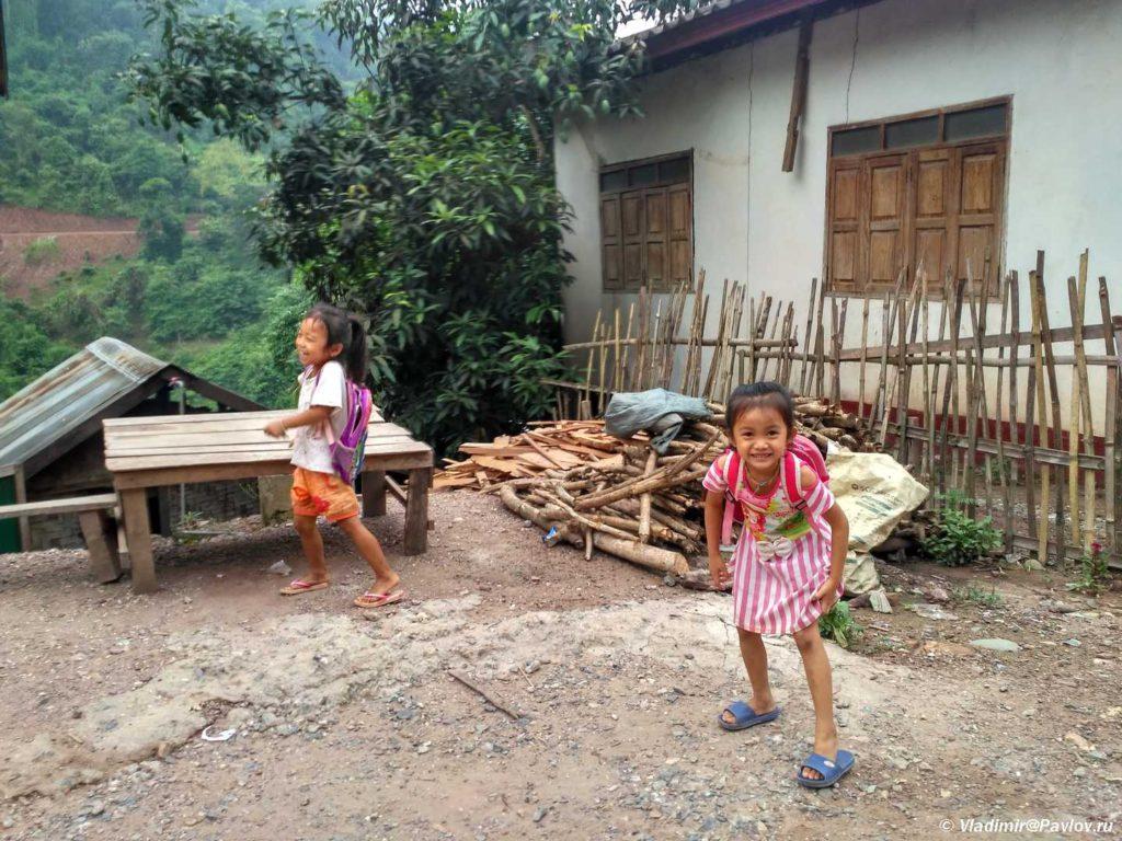 SHkolnitsy. Pak Beng Pak Beng. Laos 1024x768 - Пак Бенг (Pak Beng). Круиз по Меконгу. Лаос