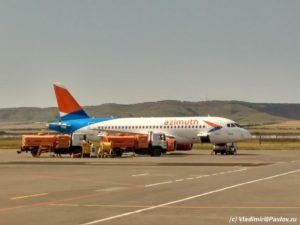 Samolet aviakompanii Azimut v aeroportu Groznogo 300x225 - Как я стал Скайраннером. Резюме. 8