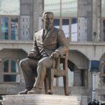 Skulptura sleva ot Vorot Makedonii. Skope 150x150 - Столица Македонии. Город статуй Скопье. Референдум.