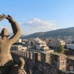 Skulptury v kreposti Kale v Skope. Makedoniya 150x150 - Крепость Скопье. Македонский язык.