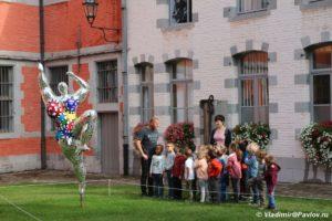 Sovremennoe iskustvo pered muzeem Dudu v Mons  300x200 - Путешествия