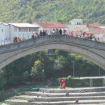 Staryj most imeet krasivuyu izognutuyu formu 150x150 - Что показывают в Мостаре организованным туристам