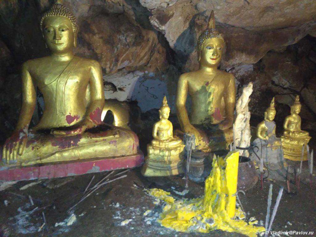 Statui Budd v Peshhere Phaluesi. Phaluesi cave. Laos. Laos. Luang Phabang 1024x768 - Окрестности Луанг Прабанг. Пещера Пхалуеси (Phaluesi Cave). Водопад Пху Си (Phu Si Waterfall)