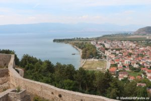 Stena kreposti tsarya Samuila ozero i odnoimennyj gorod Ohrid 300x200 - Стена крепости царя Самуила, озеро и одноименный город Охрид