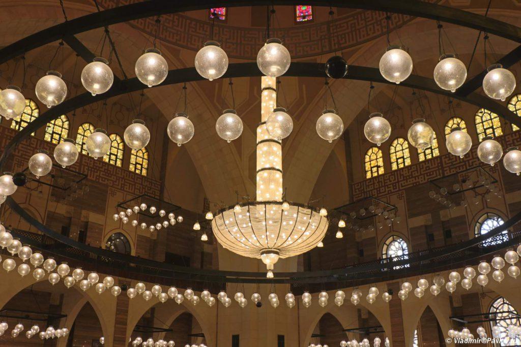 Svetilnik v Mecheti Al Fatih v Maname. Al Fatih Mosque Manama 1024x683 - Соборная мечеть Аль-Фатих в Манаме. Al-Fatih Mosque / Great Mosque