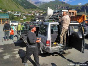 Taksi v Stepantsmine 300x225 - Подьем до Зеленых стоянок. 11