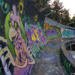 Tam gde sdelan vysokij bort bobslejnaya trassa zhivopisno ukrashena 150x150 - Спуск по бобслейной трассе в Сараево