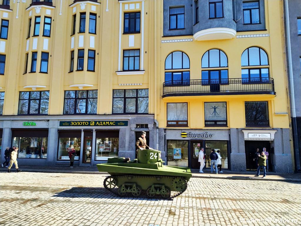 Tank na ulitse Vyborga - 9 мая в Выборге. Праздник на Красной площади, парад ретротехники военных лет