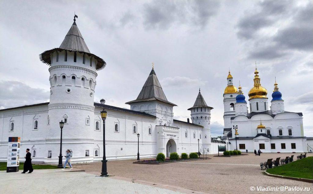 Tobolsk. Krasivyj vid na Gostinyj dvori sobor 1024x637 - Красная площадь Тобольска и Гостиный двор