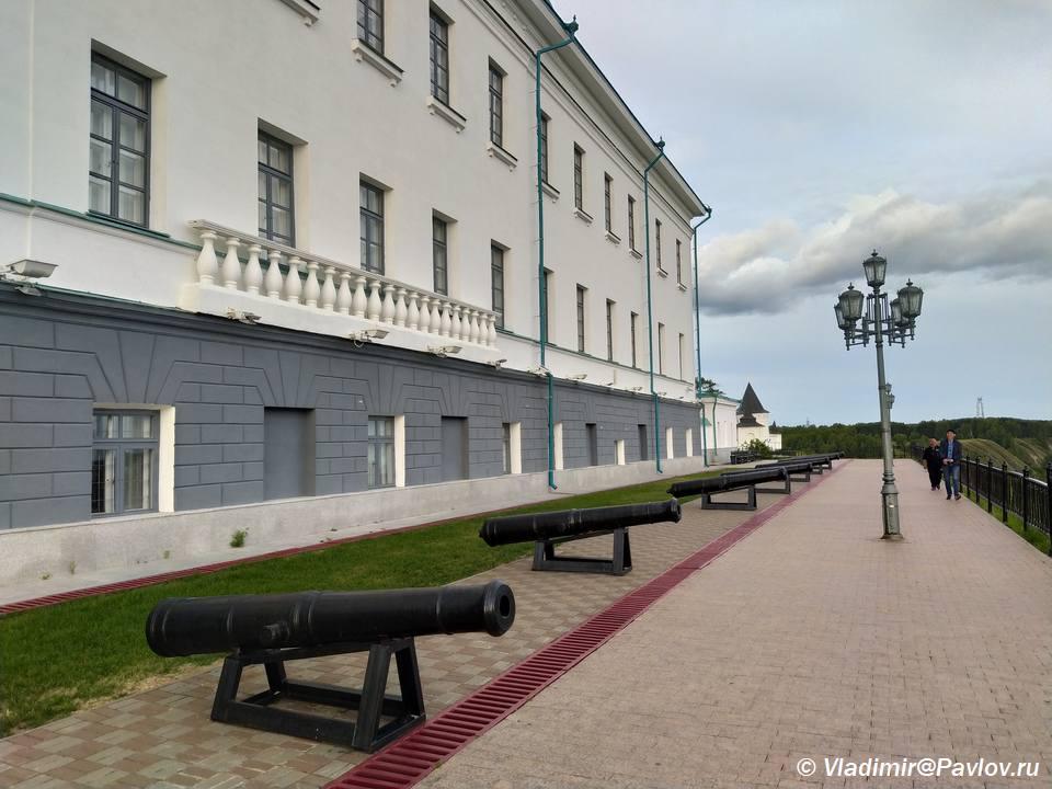 Tobolsk. Pushki u Dvortsa namestnika - Прогулка по Тобольскому кремлю