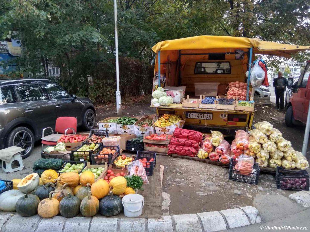 Torgovlya ovoshhami i fruktami. Prishtina. Kosovo. Kosovo. Pristina 1024x768 - Продукты, покупки, еда в Приштине. Косово