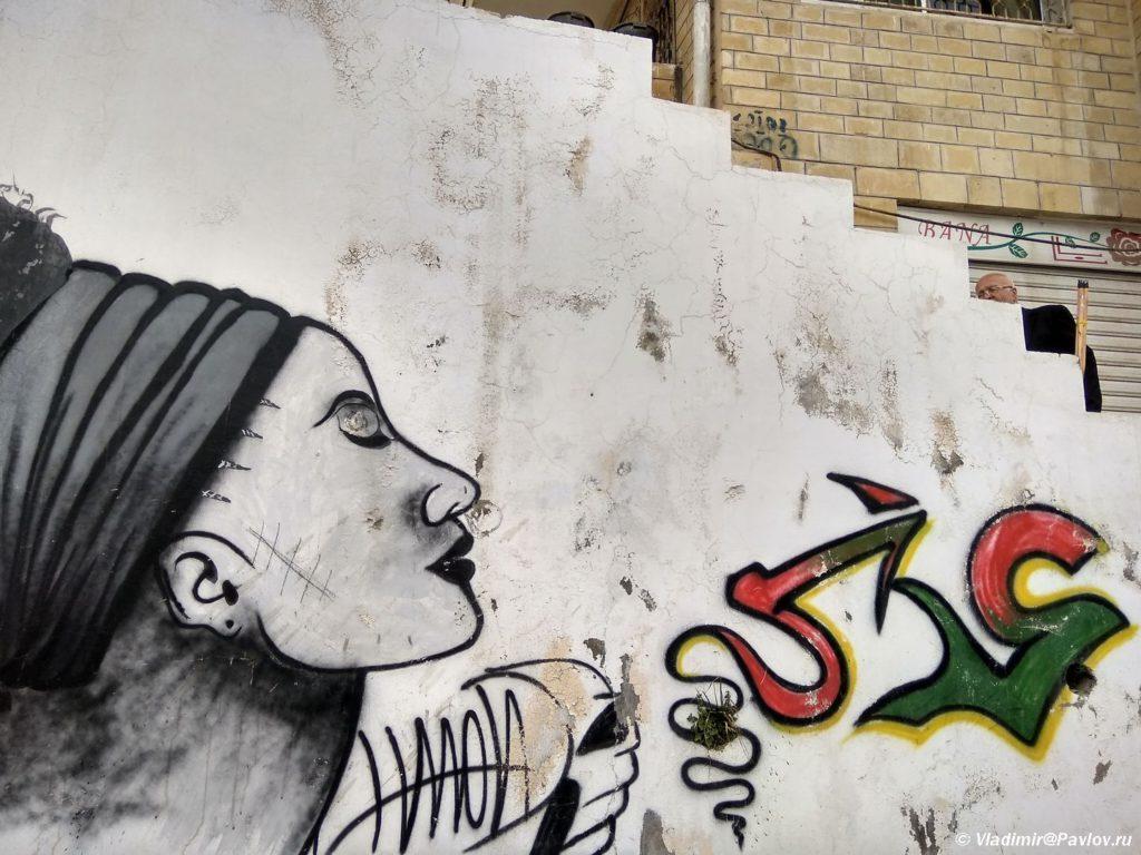 Turisticheskaya dostoprimechatelnost Iordanii gorod Es Salt i ego graffiti 1024x768 - Двери и ворота - достопримечательности города Эс Салт в Иордании (As Salt)