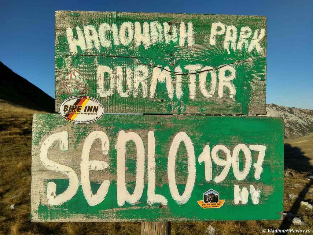 Ukazatel na perevale Sedlo. Natsionalnyj park Durmitor. CHernogoriya 1024x768 - Восхождение на Боботов Кук (Bobotov Kuk, 2523m). 1. Дурмитор. Черногория