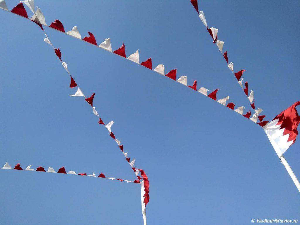 Ukrasheniya v krasnyj i belyj tsveta k prazdnovaniyu Natsionalnogo Dnya Bahrejna 1024x768 - Национальный день Бахрейна. Bahrain National Day