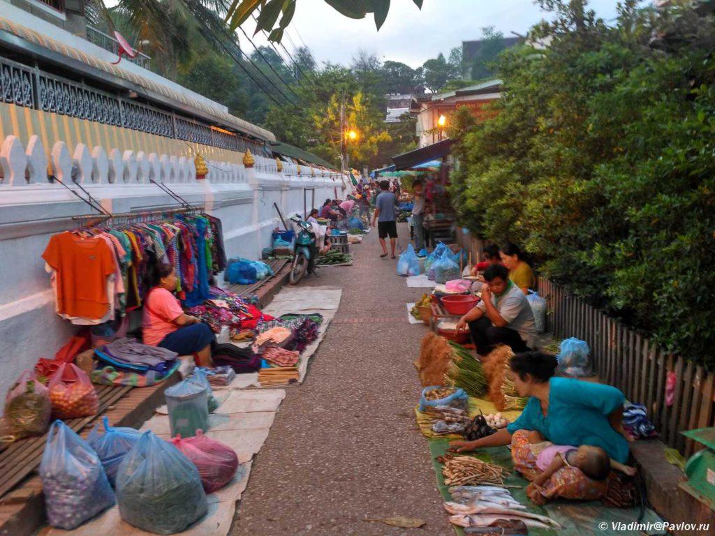 Utrennij rynok v Luang Prabange. Laos. Laos. Luang Prabangh 1024x768 - Ритуал Подношения пищи монахам (Tak Bat). Лаос