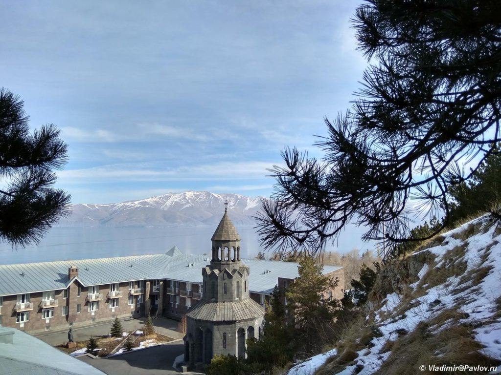 V monastyre Sevanavank Armeniya 1024x768 - Озеро Севан (Sevan lake) в Армении