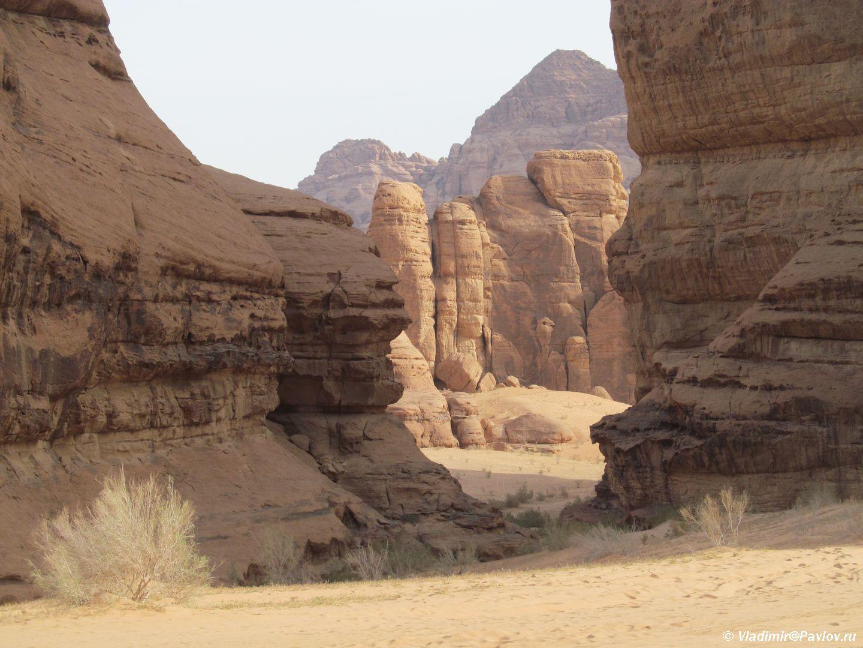 V pustyne Vadi Ram snimali Zvezdnye vojny. Iordaniya. Wadi Rum Jordan - Каньоны в пустыне Вади Рам (Wadi Rum). Иордания.