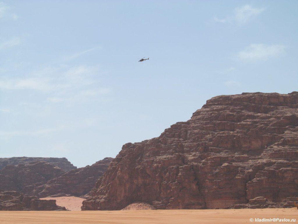 V pustynyu Vadi Ram besplatno bez bilata. Priletajte na vertolete. Iordaniya. Wadi Rum Jordan 1024x768 - Пустыня Вади Рам (Wadi Rum). Самостоятельно или экскурсия с гидом? Иордания.
