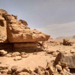 V skalah mozhno ukrytsya ot solntsa ili dazhe najti mesto pod palatku. Iordaniya. Wadi Rum Jordan 1 150x150 - Песчаная буря в пустыне Вади Рам (Wadi Rum sand storm)