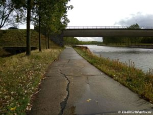 Vdol TSentralnogo kanala Belgii na velosipede 300x225 - Бельгия. Самостоятельно, без туров. Дракон в Монс. 1
