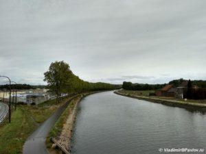 Velosipednaya dorozhka vdol tsentralnogo kanala Belgii 300x225 - Бельгия. Самостоятельно, без туров. Дракон в Монс. 1
