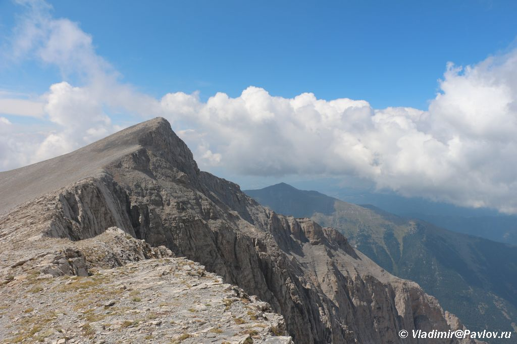 Vershina Olimpa Skolio Skolio - Три вершины Олимпа: Стефани (2905 м), Сколио (2912 м), Митикас (Mytikas, 2918 метров)