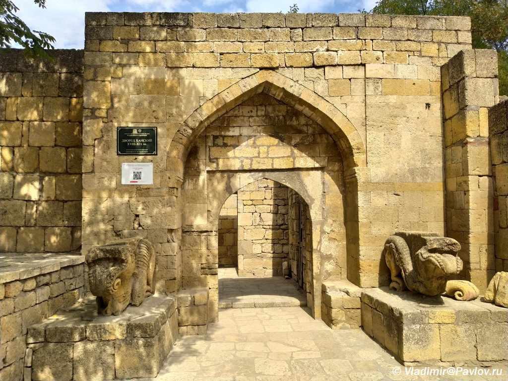 Vhod v Hanskij dvorets kreposti Naryn Kala v Derbente 1024x768 - Дербентская крепость