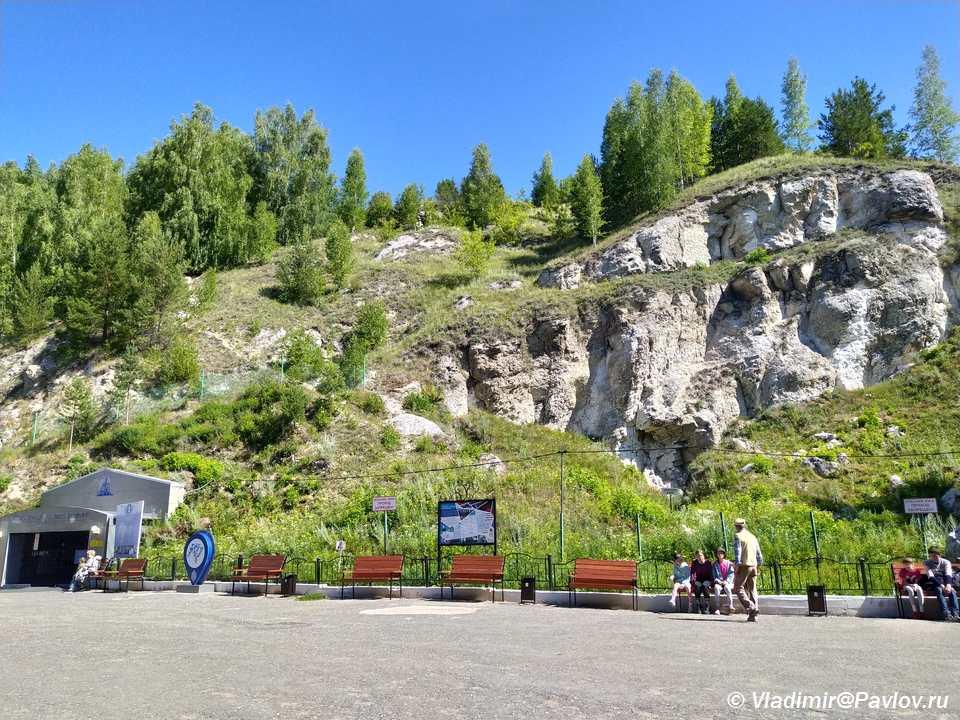 Vhod v Kungurskuyu peshheru v Ledyanoj gore - Кунгурская ледяная пещера
