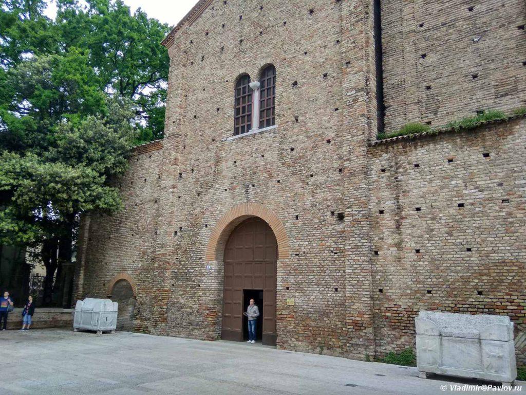 Vhod v monastyr Sv. Franchesko. Ravenna. Basilica di San Francesco. Ravenna 1024x768 - Равенна (Ravenna). Однодневная экскурсия из Римини