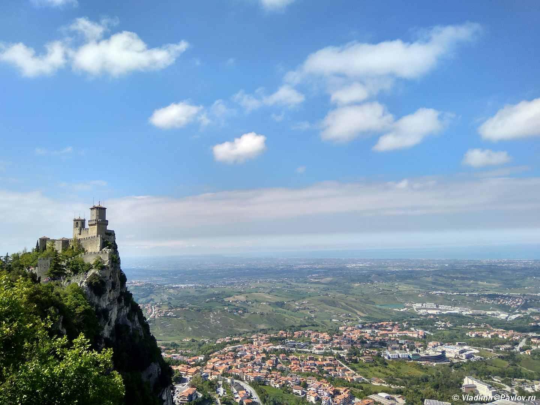 Vid na krepost Guaita v San Marino. Guaita San Marino - Республика Сан Марино. Самостоятельная экскурсия. Начало.