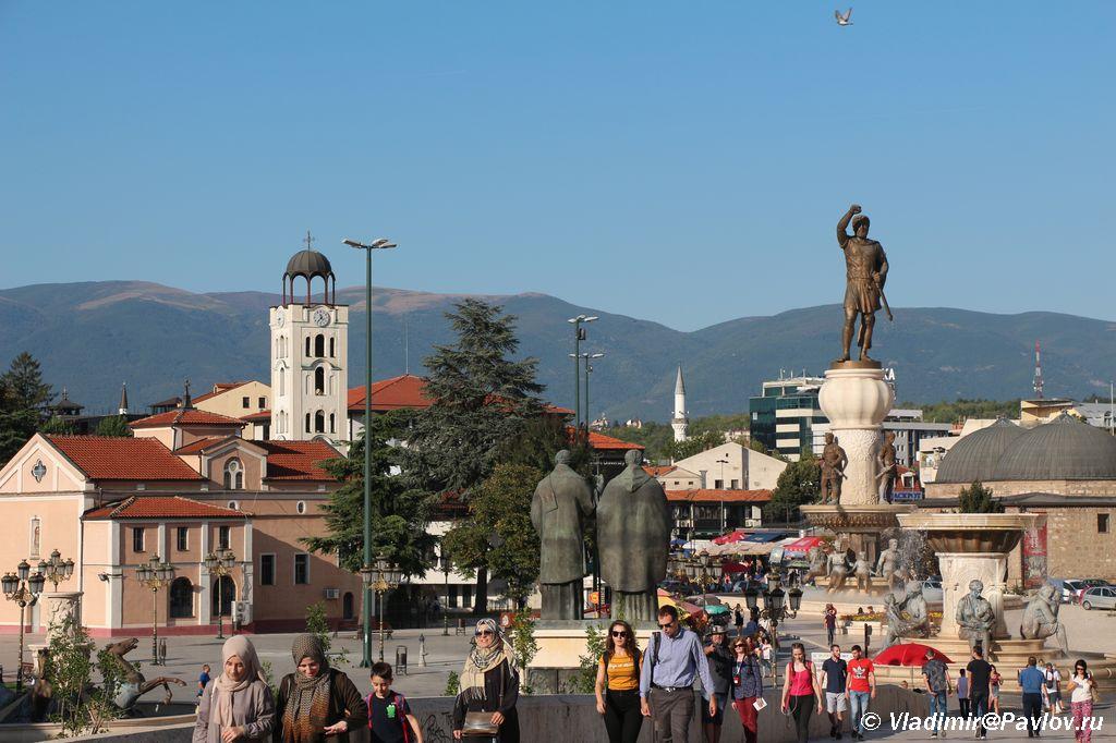 Vid s Kamennogo mosta cherez reku Vardar v storonu starogo osmanskogo bazara Sataraya CHarshiya na severnom beregu 1 - Достопримечательности Македонии, Скопье.