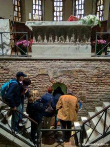 Volshebnye mozaiki. Monastyr Sv. Franchesko. Ravenna. Basilica di San Francesco. Ravenna 225x300 - Равенна (Ravenna). Однодневная экскурсия из Римини