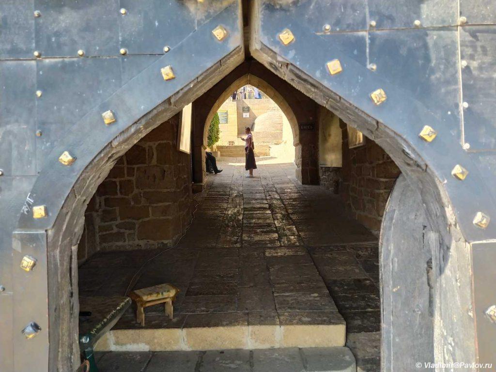 Vorota v Derbentskuyu krepost 1024x768 - Дербентская крепость