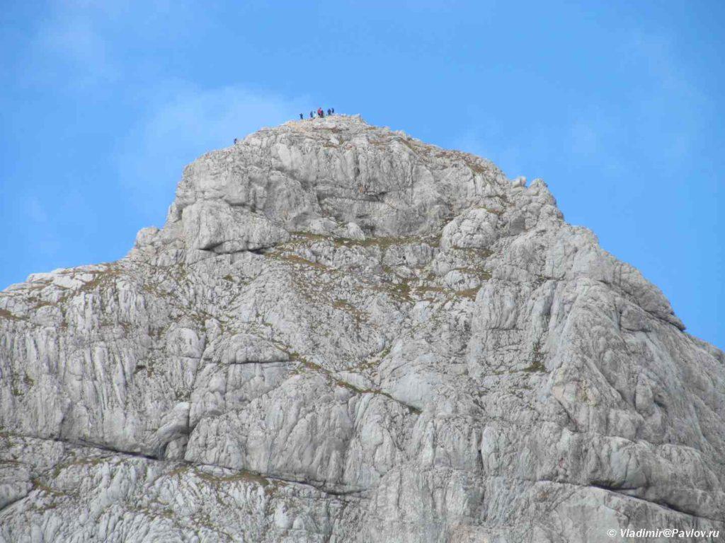 Voshoditeli na vershine Bobotov Kuk. Trekking v CHernogorii. Natsionalnyj park Durmitor. CHernogoriya 1024x768 - Восхождение на Боботов Кук (Bobotov Kuk). 4. Черногория