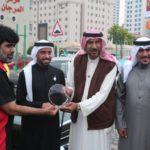 Vruchenie podarkov. Na vystavke Avtomobilnogo kluba Bahrejn Klassik Kars. Bahrain Classic Cars Club. Manama 150x150 - Его Высочество, племянник шейха Дубая.